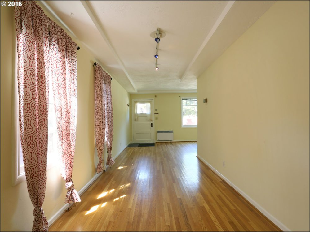 414 SE 26th Ave Living Room and Dining Are