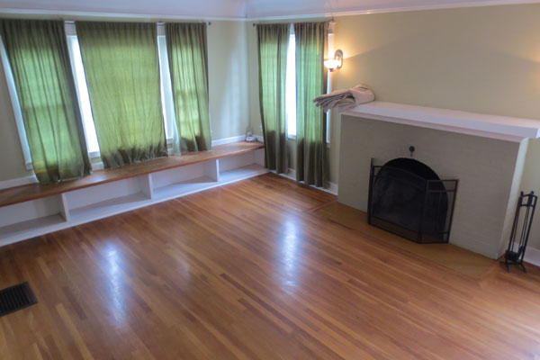 307-SE-32nd-Ave—living-room-and-fireplace