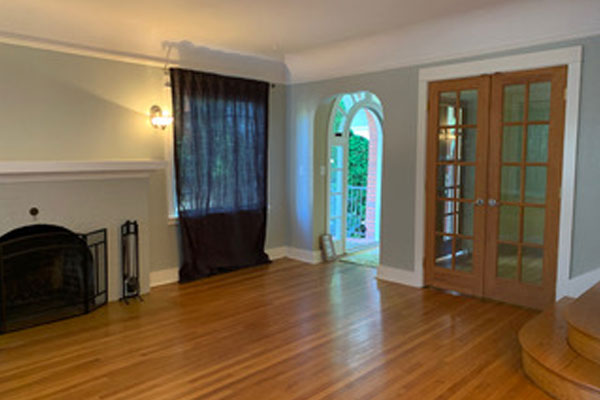 307-SE-32nd-Ave–living-room-and-stairs