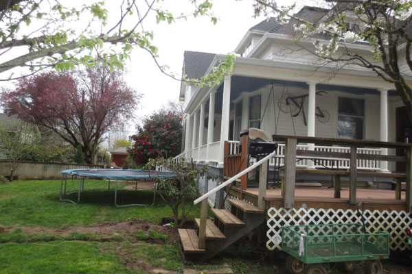 2737 SE 60 Ave- Back Yard and Porch