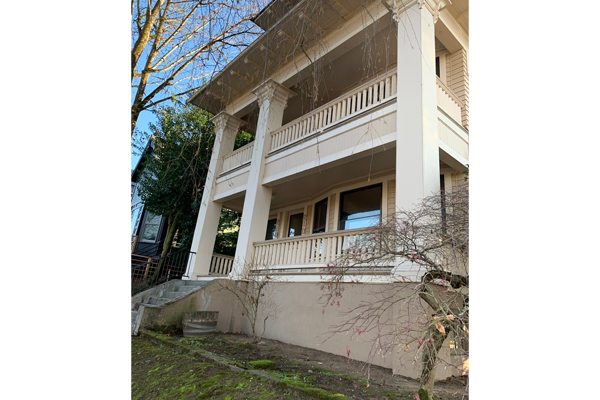 2106-SE-Yamhill-St–porch