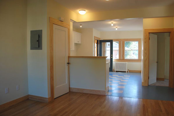 1544-SE-Hawthorne-Ave,-Unit#4-living-and-kitchen2