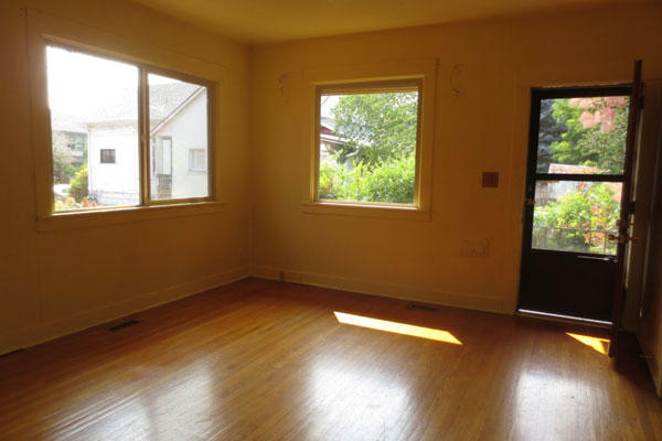 624-SE-36th-Ave-living-room