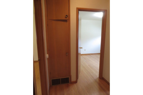 1324-NE-55th-Ave-600×400–hallroom