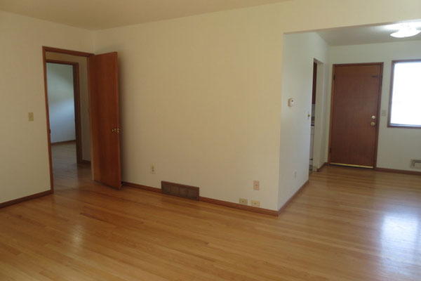 1324-NE-55th-Ave-600×400–living-room-and-breakfasat-nook