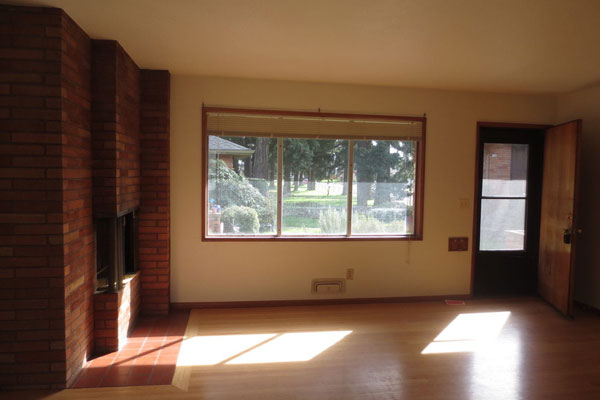 1324-NE-55th-Ave-600×400–living-room3