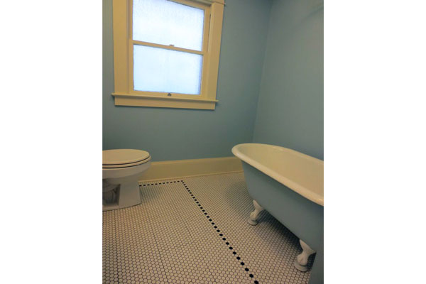 4219-SE-Clinton-St–bathroom