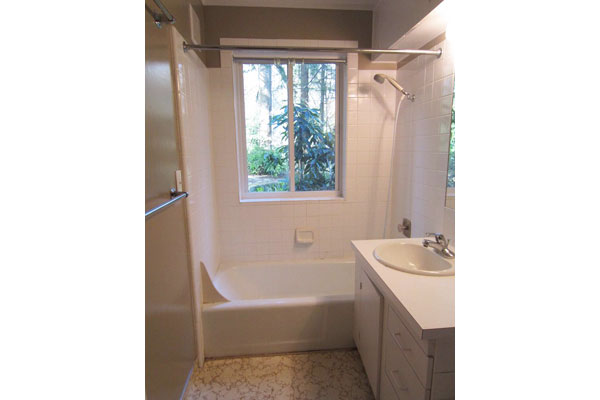 5255-SW-Burton-Drive–bathroom