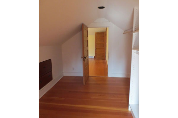 Hawthorne-House–Upstairs-Bedroom2