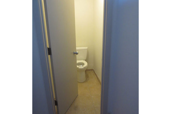915 Commercial St- Bathroom