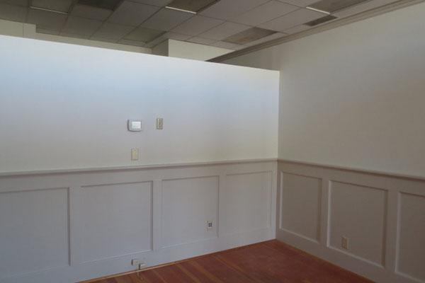915 Commercial St- Front Room