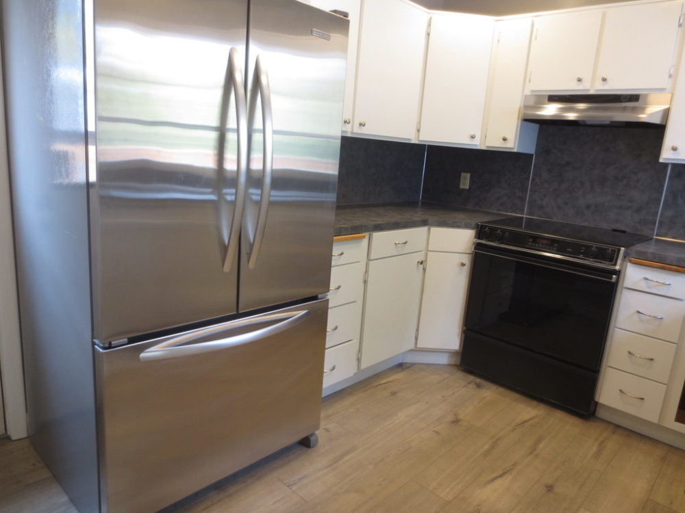 2725-SE-36th-Ave–Kitchen-Fridge2-raw