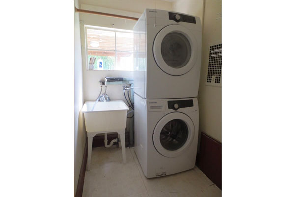 3536-SE-76th,-FosterPowell-Traditional-laundryroom