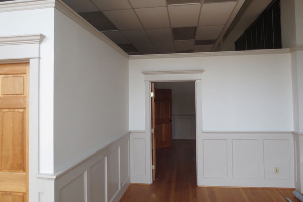905-Commercial-St.–updated–front-room2