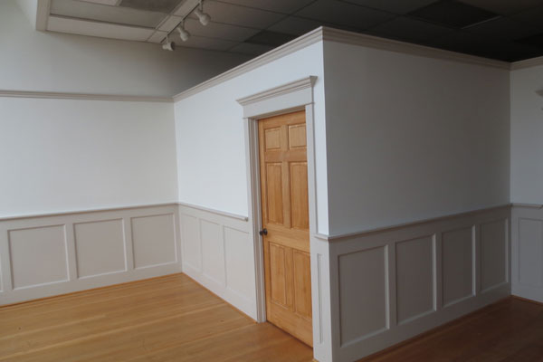 905-Commercial-St.–updated–front-room3