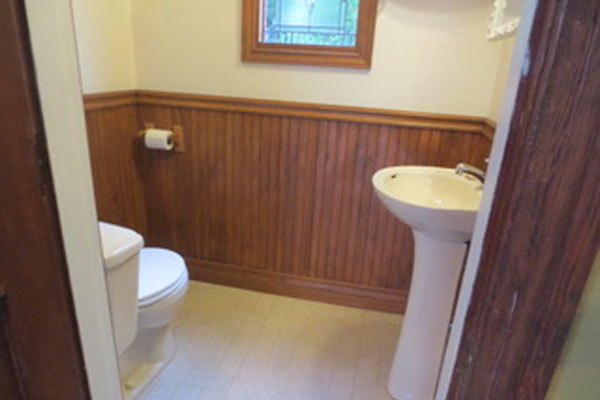 2316-SE-24th-Ave–downstairs-bathroom