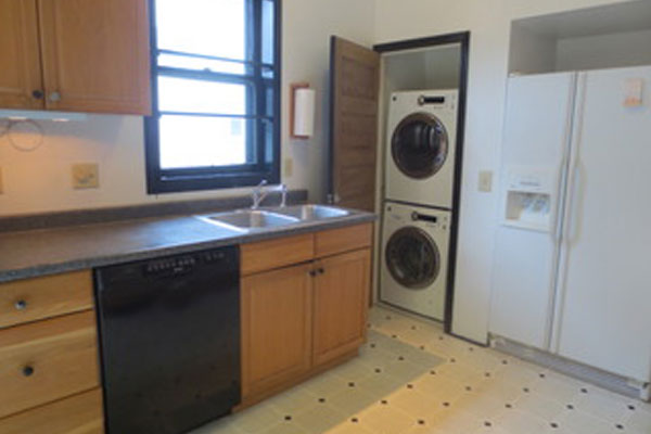 2316-SE-24th-Ave–kitchen-and-laundry