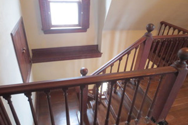 2316-SE-24th-Ave–upstairs-landing-and-stairs