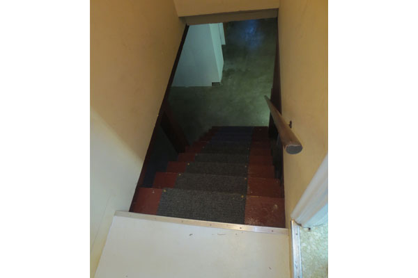 4020-SE-49th–basement-stairs