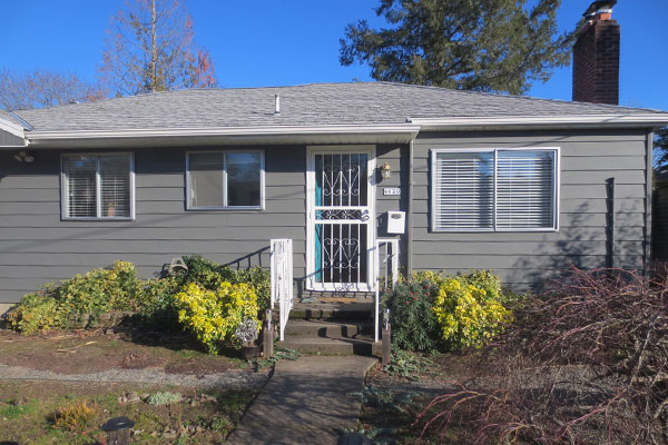 4020-SE-49th–front-yard-of-house