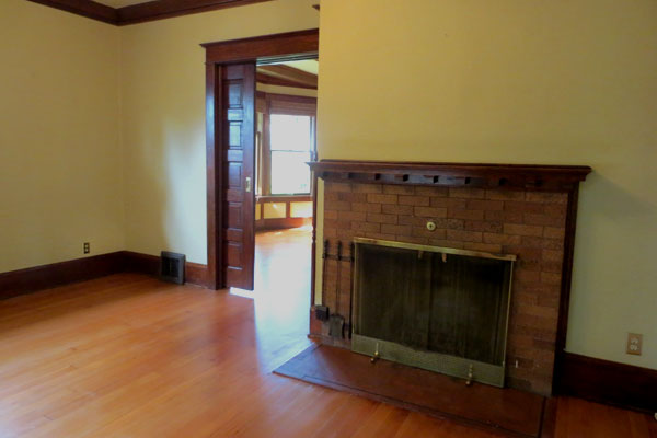 4017-SE-Raymond–dining-room-and-fireplace