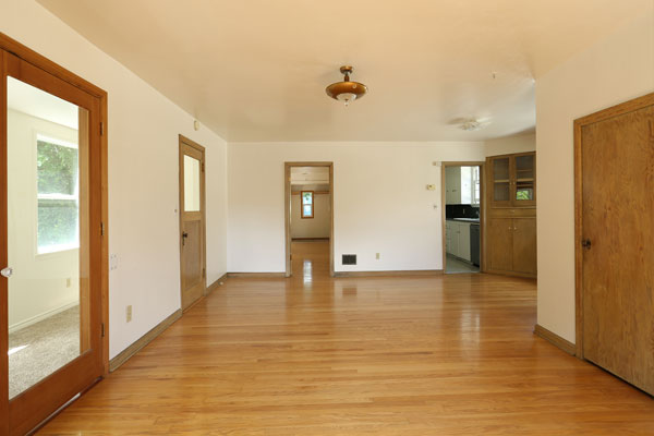 1315-SE-37th-Ave—main-living-room