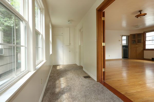 1315-SE-37th-Ave—side-room
