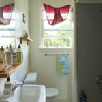 1315-SE-37th-Ave–upstairs-bathroom