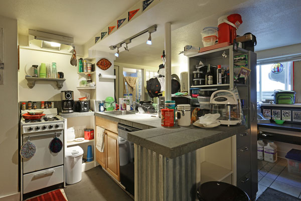 1317-SE-37th–basement-kitchen-and-living-room