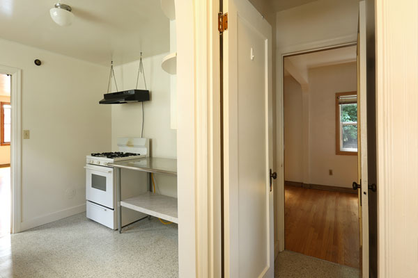 1317-SE-37th–main-floor-kitchen-and-bedroom