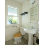 1317-SE-37th–mainfloor-bathroom