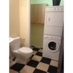4739-NE-15th-Ave–laundry-and-bathroom