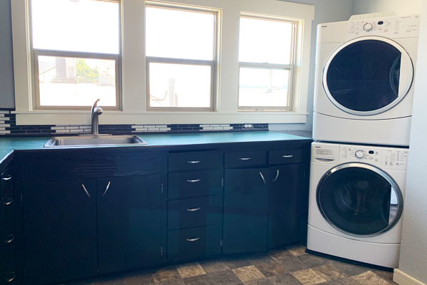 2404-N-Flint-Ave,-Apt3—kitchen-and-laundry