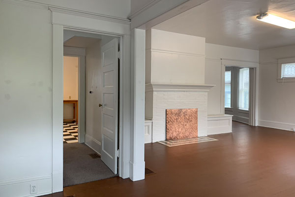 1926-NE-Multnomah–livig-room-foyer