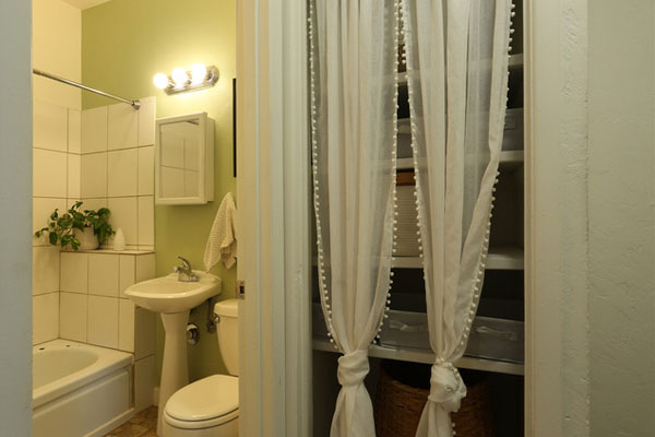 800-854-NE-Ave–bathroom